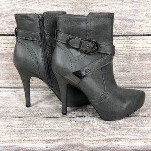 G By Guess   Gileza Ankle Bootie